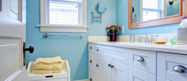 Krāsu toņi vannasistabai, lai telpa allaž izskatītos tīra