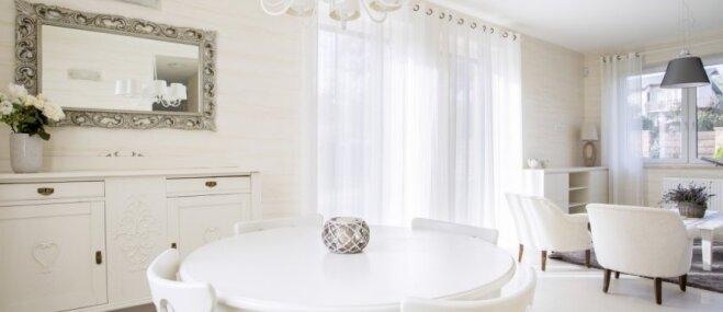 Gaišā elegance un atturība – mājokļi, kas izvēlēti baltos toņos