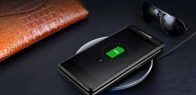 """Назад, в 90-е?! Samsung представила новейшую """"раскладушку"""". И на Android!"""