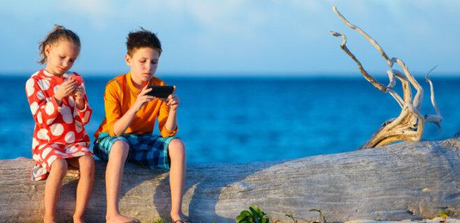 77% pusaudžu nespēj iedomāties dzīvi bez viedtālruņa pat vasarā