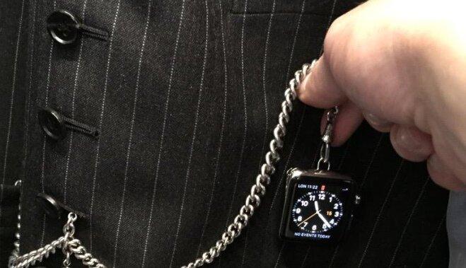 Том Форд превратил Apple Watch в классические часы на цепочке