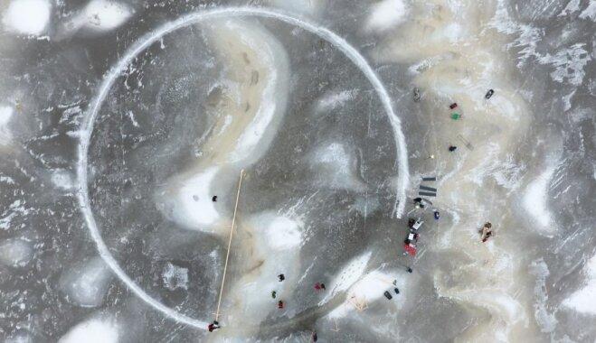 Video: Somijā karuseļus veido arī no ledus