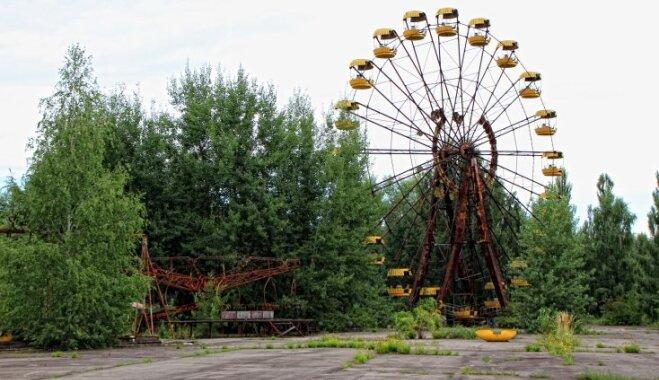 ВИДЕО. Туристы в Припяти запустили колесо обозрения