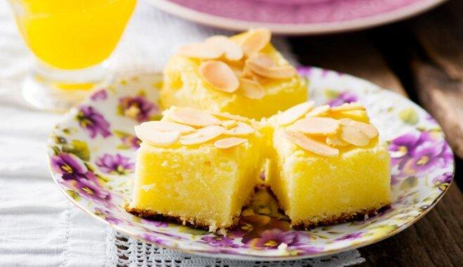 Vienkārši mannas sacepumi un kūkas: 7 receptes siltai un saldai svētdienai