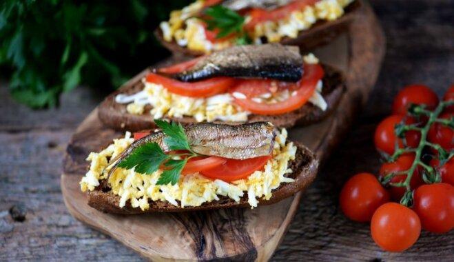 Gardās brokastu maizītes ar šprotēm