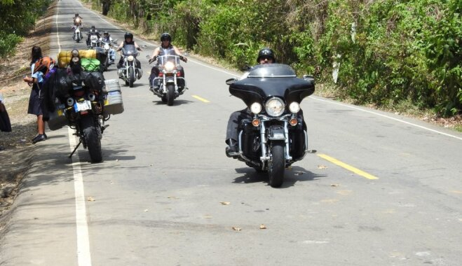 Motoceļotāji aicina palīgā skolēnus, lai plānotu ekspedīciju pa Austrāliju