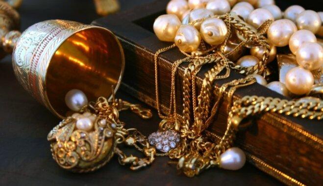 Sudrabs, zelts un pat pērles: kā mājas apstākļos atgūt rotaslietām spožumu