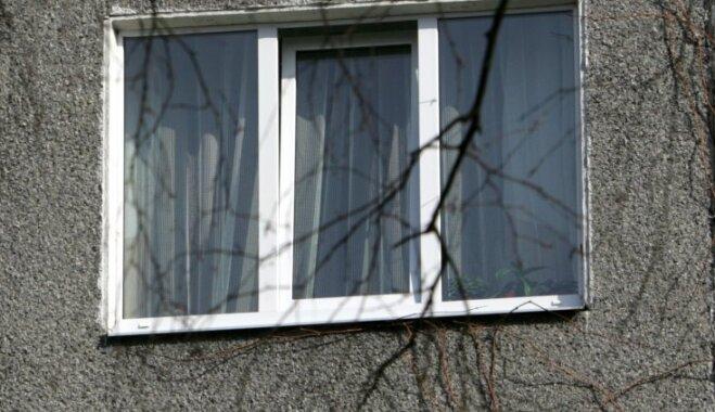 Eksperts: Latvijā nepareizi montē logus, tāpēc tie ātri laiž aukstumu un mitrumu