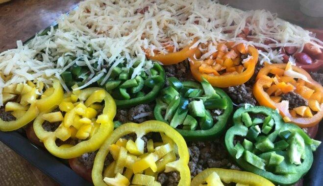 Krāsainais dārzeņu sacepums ar malto gaļu un sieru