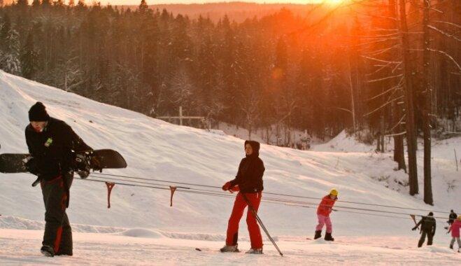 """""""Жагаркалнс"""" открывает лыжный сезон, используя прошлогодний снег"""