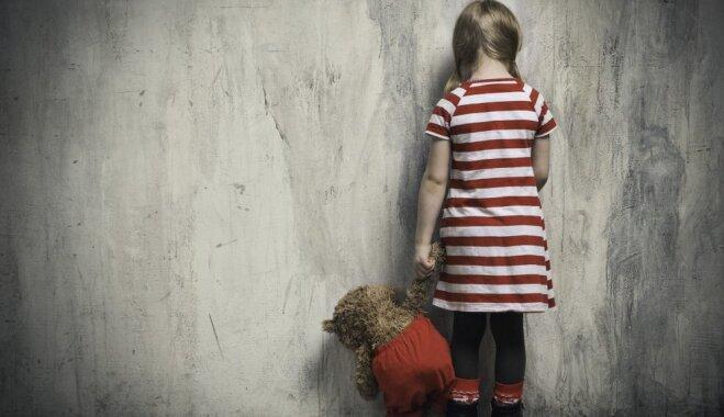 Kā bērni ģimenē pārdzīvo viena vecāka vardarbību pret otru