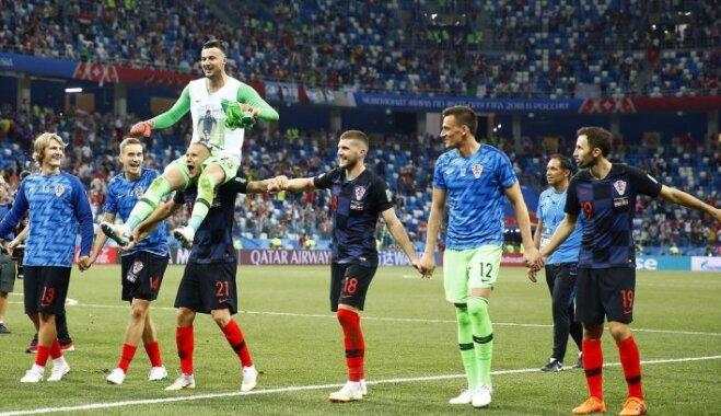 Horvātija dramatiskā cīņā uzvar vēsturiskā mačā un iesoļo Pasaules kausa ceturtdaļfinālā