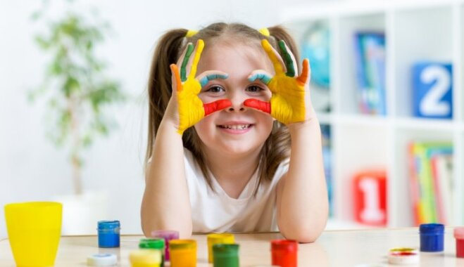 Pirkstiņzīmēšana: pedagoģe dalās radošās idejās un skaidro ieguvumus bērnam