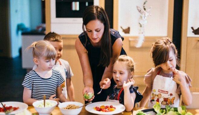 Laura Grēviņa iesaka, kā ēst gatavošanu padarīt bērniem aizraujošāku un drošāku