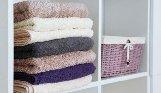 Kā likvidēt pelējuma smaku apģērbam un dvieļiem