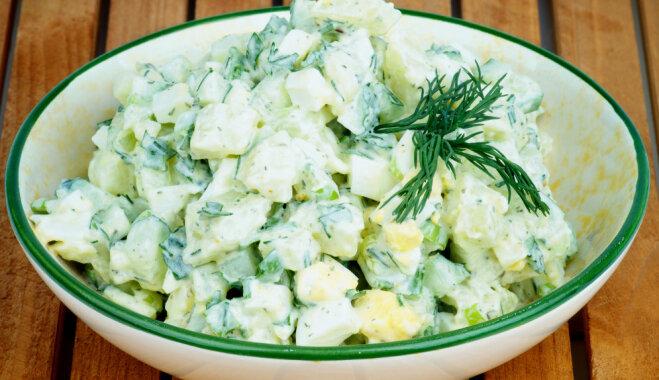 Vācu kartupeļu salāti ar mazsālītiem gurķiem