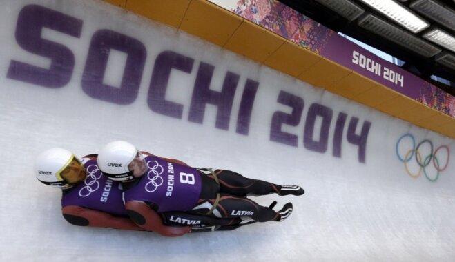 Abi Latvijas kamaniņu divnieki iekļūst pirmajā desmitniekā pēdējos treniņbraucienos