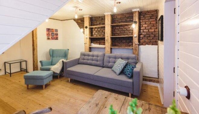 ФОТО. Компактная квартира в Старой Риге с кирпичными стенами и деревянными брусьями