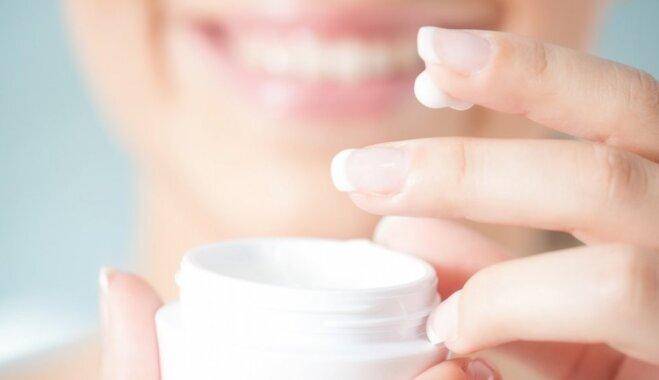 Farmaceite: Ādas sausumu ar krēmiem vien novērst nevar