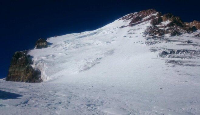 Alpīnisti no Latvijas uzkāpuši Dienvidamerikas augstākajā virsotnē pa sarežģītāko pusi