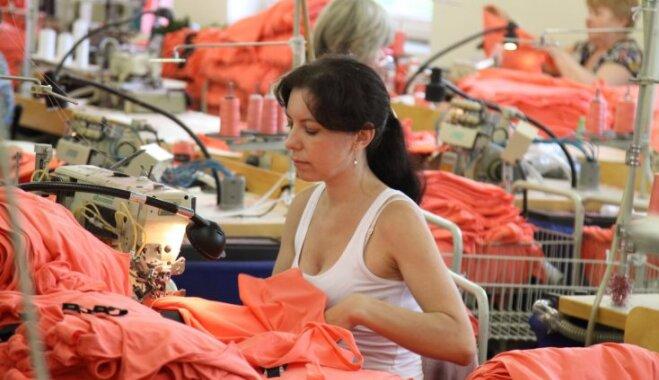 Zviedru H&M apģērbu šuvējs 'Rita' gatava audzēt muskuļus un meklē trūkstošos darbiniekus