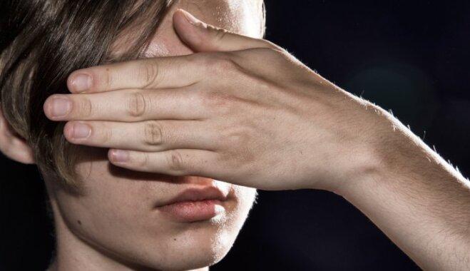 Mans pusaudzis melo: psihologa skaidrojumi un ieteikumi vecāku rīcībai