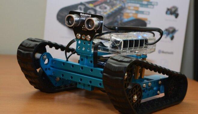 Siguldas Valsts ģimnāzijā veiksmīgākai datorikas apguvei iegādāti 15 izglītības roboti