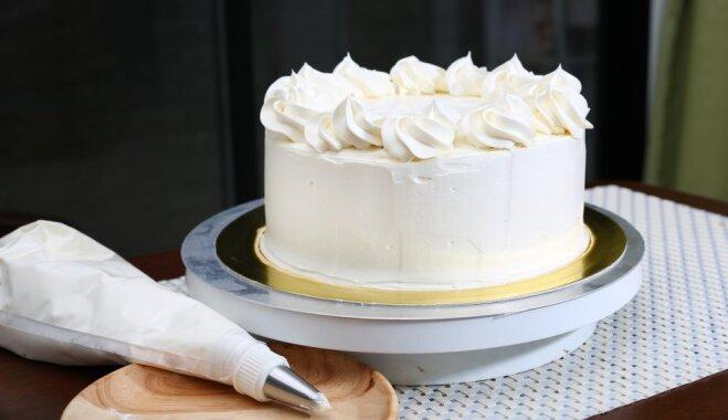 Viens, divi – gatavs: kā uzmeistarot torti 20 minūtēs
