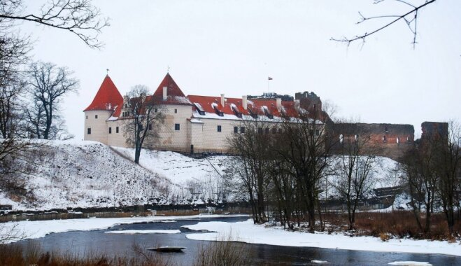 Один день в Бауске: отреставрированный замок, советская экспозиция и удивительные автомобили