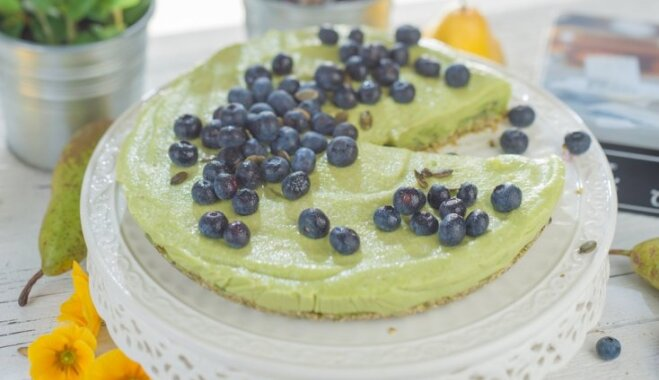 Грушевый пирог с авокадо