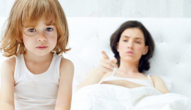 Trīs rupjas kļūdas, kas bērna acīs grauj mammas autoritāti