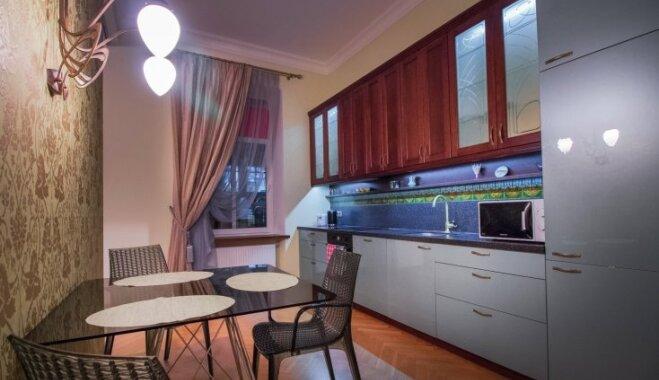 ФОТО. 13 примеров того, как кухню и столовую объединяют в латвийских квартирах