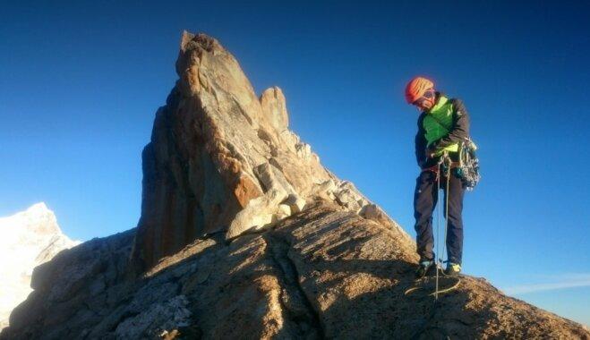 Latvijas alpīnisti uzkāpuši pa vienu no lielākajām klinšu sienām Peru