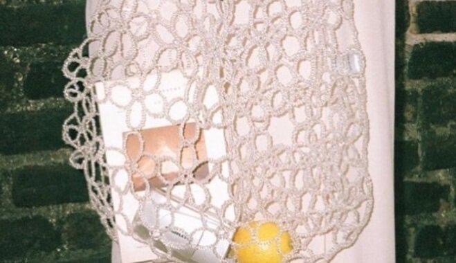 Выпущена авоська в цветочек из прозрачного бисера