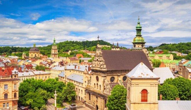 'airBaltic' izziņo jaunu lidojumu galamērķi – Ļvovu. Ko apskatīt skaistajā Karpatu apkārtnē