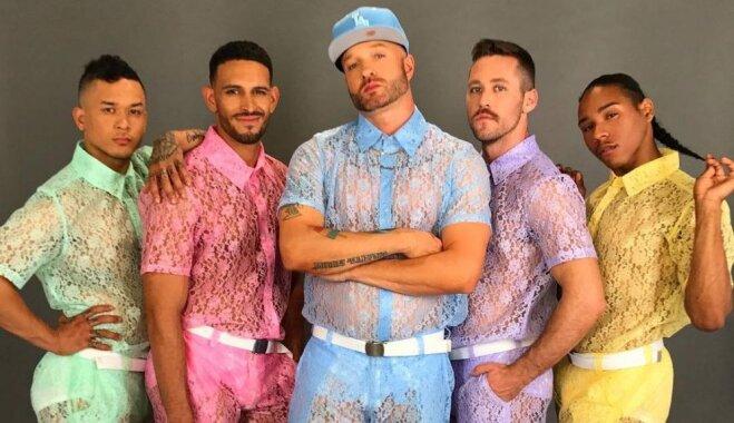 Caurspīdīgi mežģīņu šorti un krekli: vai vīriešu modes pasaulē sācies jauns vilnis?