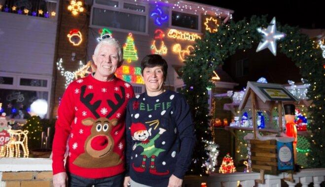 Ziemassvētku varā: britu pāris jau 20 gadus ziedo piecas nedēļas mājas rotāšanai