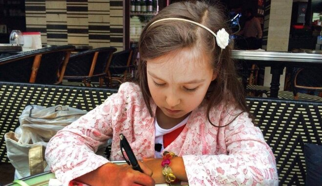 Ārstu slēdziens: 'īpašs, neparasts gadījums'. Kristīna lūdz palīdzību meitas rokas glābšanai