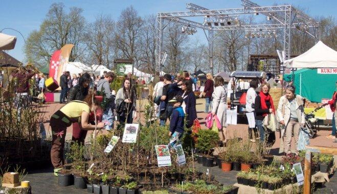 Foto: Siguldā pulcējas 'zaļie īkšķīši' – stādu audzētāji un dārzkopji