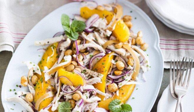 Kūpinātas vistas salāti ar mango