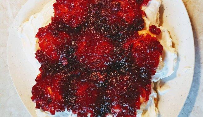 Soli pa solim: kūka 'Bruņurupucis' – ar brūkleņu ievārījumu un šokolādes glazūru