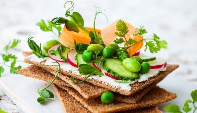 Vitamīnu trieciendeva: 10 vērtīgākie sezonas produkti, kas jāiekļauj pavasara ēdienkartē