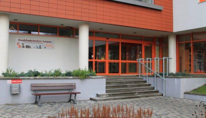 Būtiski pieaug autostāvvietas izmantošanas cenas Bērnu slimnīcas Torņkalna novietnē