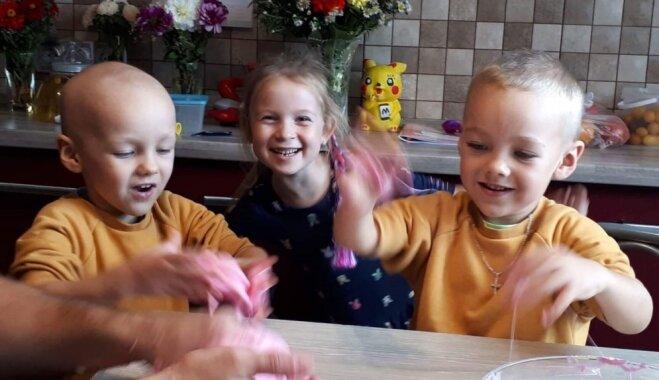 Mazā Dāvida cīņa ar audzēju: ģimeni iepriecina pozitīvā dinamika