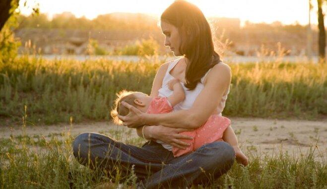 10 baušļi un mītu atspēkojums par krūtsbarošanu