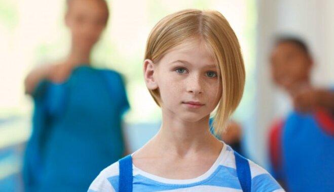 Pazīmes, kas liecina – tavs bērns skolā kritis par apsmiešanas upuri