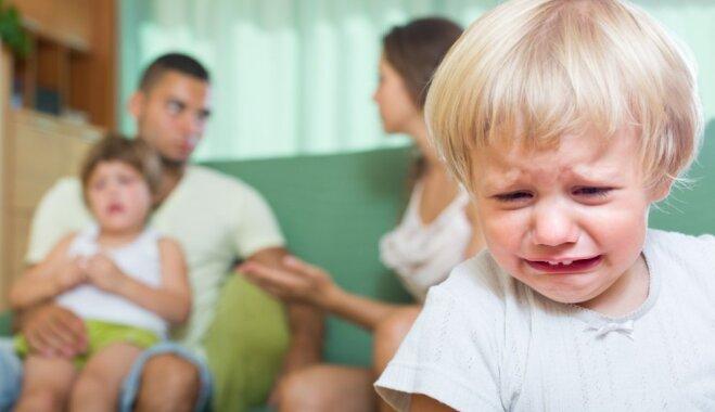 Trīs izplatītākās kļūdas laulāto attiecībās, kas var iedragāt bērna psihi