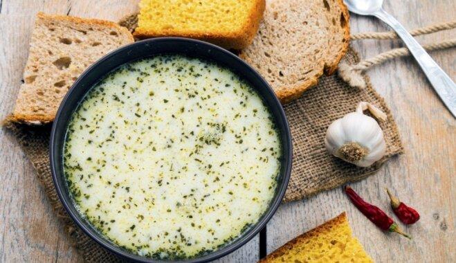 Turku 'yayla' – aromātiska rīsu zupa ar bezpiedevu jogurtu un piparmētrām