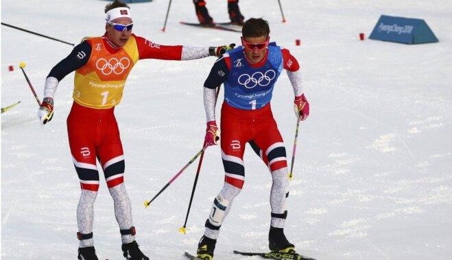 Норвежцы выиграли олимпийскую лыжную эстафету, у команды России — серебро