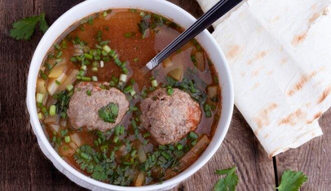 Armēņu kololiks jeb liellopa zupa ar pildītām gaļas frikadelēm